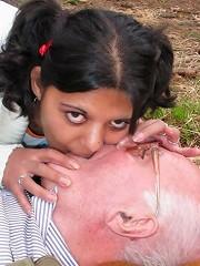 Teenie reanimates a horny grandpa